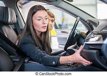 acquisto, uno, seconda mano, automobile