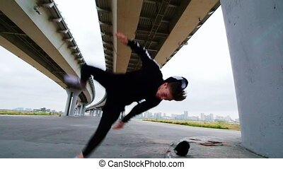 Acrobatic tricks under the bridge, slow motion, telephoto...