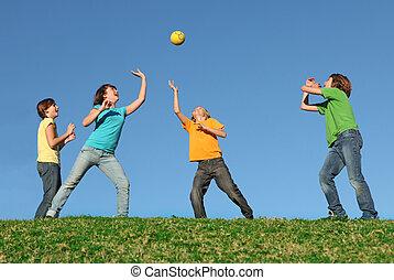 actief, geitjes, spelende bal, op, zomer kamp