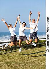 actief, springt, gezin