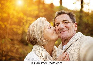 actiefs seniors, boeiend, selfies, van, zich