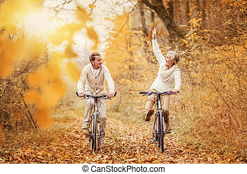 actiefs seniors, ridding, fiets, en, hebbend plezier