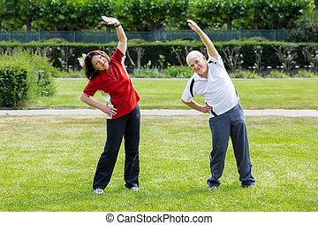 actif, couple, travail, personne agee, dehors