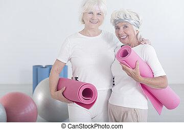 actif, heureux, femmes âgées