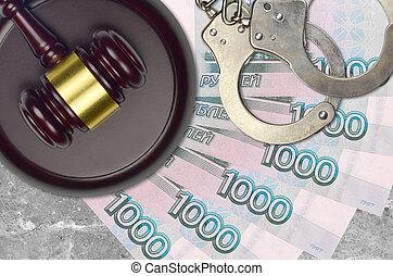 action éviter, juge évaluation, marteau, 1000, police, menottes, concept, judiciaire, tribunal, roubles russes, ou, factures, impôt, desk., bribery.