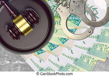action éviter, procès, ou, desk., 50, concept, impôt, judiciaire, police, tribunal, factures, rubles, juge, bribery., menottes, belorussian, marteau