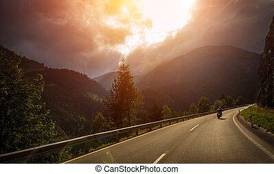 action, lumière, coucher soleil, motocycliste