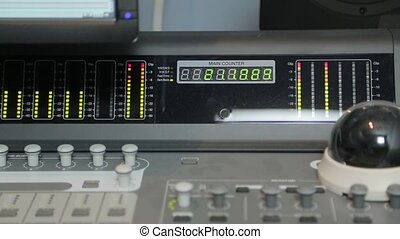 Active indicators on the mixing panel