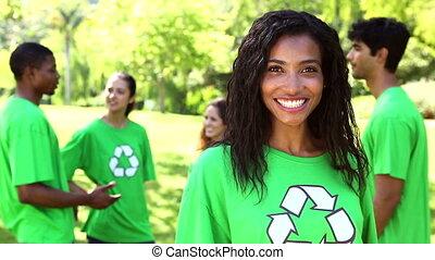 activiste, sourire, appareil photo