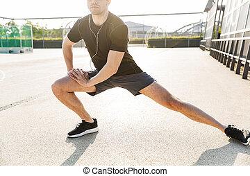 addestramento, bello, immagine, mattina, il portare, sport, uomo, auricolari, suolo, allenamento, fuori, durante