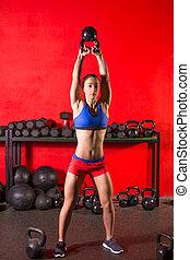 addestramento, donna, palestra, kettlebell, altalena, allenamento