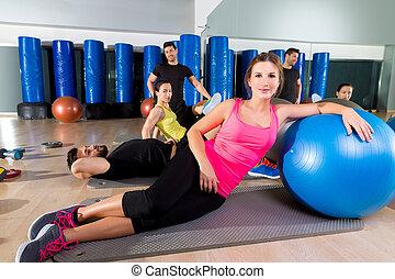 addestramento, gruppo, persone, palestra, secondo, fitball,...