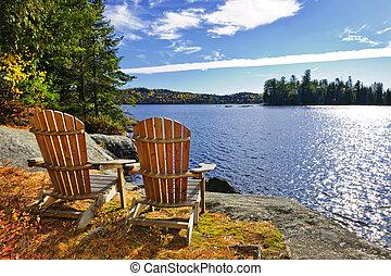 adirondack krzesła, na, jeziorowy brzeg