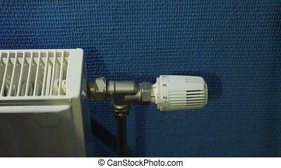Adjusting the heating - Adjusting heating radiator for...