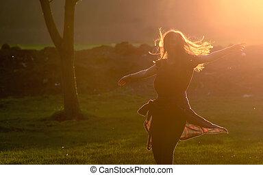 adolescent, beau, contre, saut, coucher soleil, girl