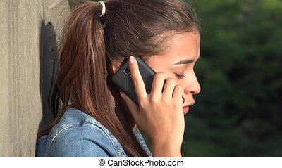 adolescent, conversation, fâché, téléphone portable, girl