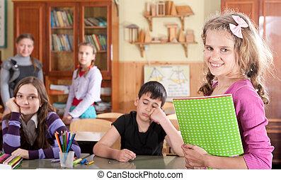 adolescent, devant, écolière, classe, joli