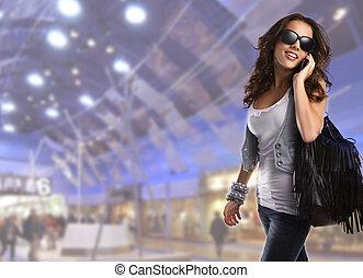 adolescent, femme, porter, jeune, lunettes soleil