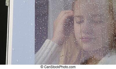 adolescent, gros plan, pluie, triste, regarder, fenêtre, girl, gouttes, dehors