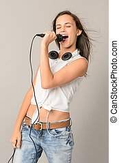 adolescent, microphone, fermé, girl, chant, yeux