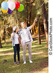 adolescent, mignon, couple, forêt