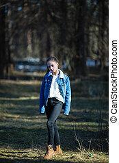 adolescent, mignon, pin, park., plein-longueur, portrait, girl