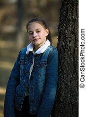 adolescent, mignon, pin, park., portrait, girl
