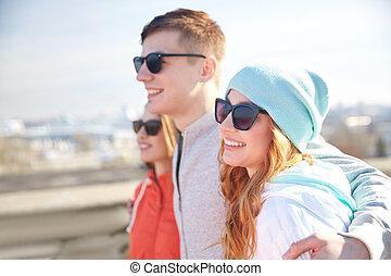 adolescent, nuances, étreindre, rue, amis, heureux