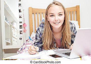 adolescent, ordinateur portable, chambre à coucher, utilisation, girl, devoirs