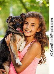 adolescent, peu, étreindre, chien, portrait, girl