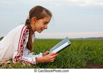 adolescent, pose, livre, girl, herbe, électronique