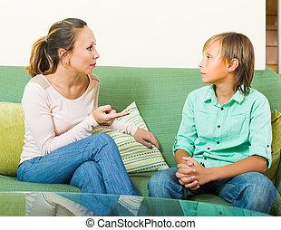 adolescent, réprimande, mère, fils