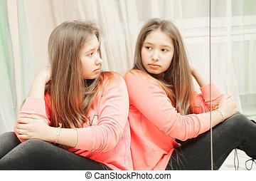 adolescent, reflet, elle, regarder, closeup, girl