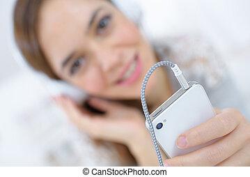 adolescent, smartphone, écouteurs, musique écouter, girl