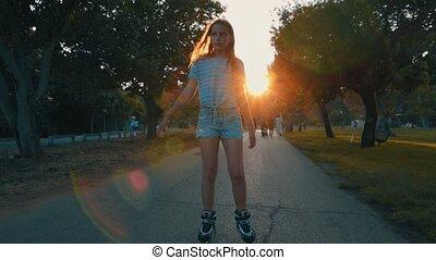 adolescent, solitaire, parc, triste, coucher soleil, pendant, girl, rollerblading