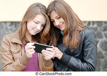 adolescent, tablette, filles, deux, regarder, pc