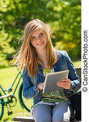 adolescent, tablette, parc, tenue, numérique, girl