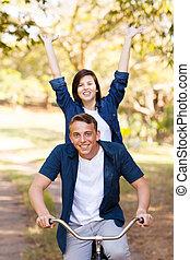 adolescent, vélo, amusement, équitation, girl, avoir, petit ami