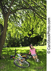 adolescent, vélo, elle, délassant, parc, girl