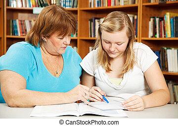 adolescente, aiuta, compito, madre