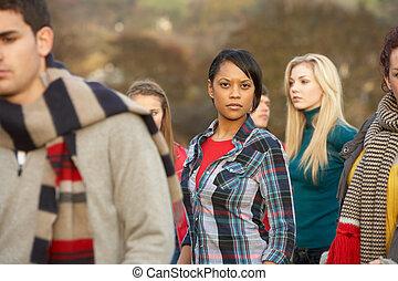 adolescente, ao ar livre, cercado, outono, amigos menina, ...