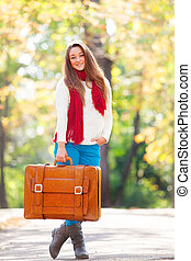 adolescente, autunno, ragazza, esterno, valigia