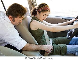 adolescente, cinto segurança, -, motorista, prender, seu