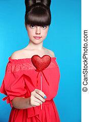 adolescente, cuore, brunetta, mano., blu, isolato, giovane, capelli, fondo., ragazza, arco, modello, rosso, stile