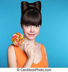 adolescente, divertente, acconciatura, brunetta, colorito, blu, isolato, arco, ragazza, attraente, fondo, lollipop., modello, sorridente