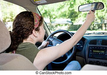 adolescente, driver, regolazione, specchietto retrovisore