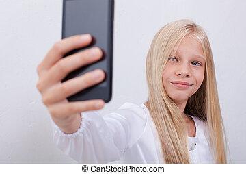 adolescente, ella, toma, selfies, teléfono, niña bonita, ...