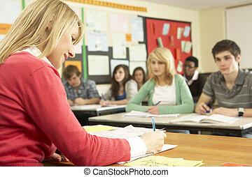 adolescente, estudantes, estudar, em, sala aula, com, professor