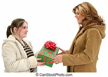 adolescente, famiglia, regalo