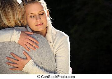 adolescente, filha, hugging., dela, mãe